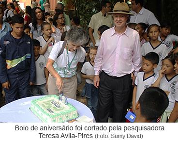 Bolo de aniversário foi cortado pela pesquisadora Teresa Avila Pires.png