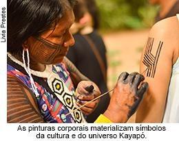 As pinturas corporais materializam símbolos da cultura e do universo kayapó.