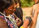 As pinturas corporais materializam símbolos da cultura e do universo kayapó.png