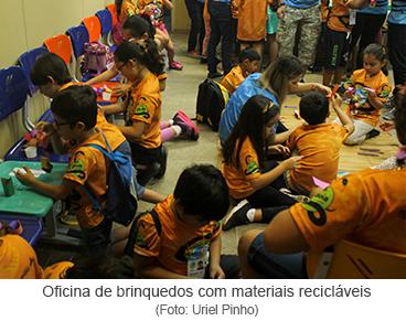 Oficina de brinquedos com materiais recicláveis