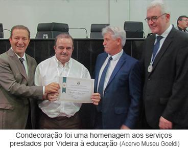 Condecoração foi uma homenagem aos serviços prestados por Videira à educação