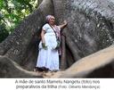 A mãe de santo Mametu Nangetu (foto) nos preparativos da trilha