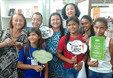 Estudantes visitam stand MPEG e conhecem livro lançado