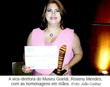 A vice-diretora do Museu Goeldi, Roseny Mendes, com as homenagens em mãos.png