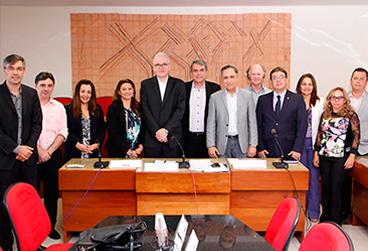 Dirigentes das instituições de ensino e pesquisa que assinaram o acordo.png