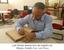 Luiz Borda assina livro de registro do Museu Goeldi.png