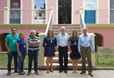 Luiz Henrique Borda e equipe do Museu Goeldi em frente à Rocinha.png